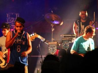 Banda baiana toca na França - Foto: Filipe Cartaxo | divulgação