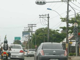 Equipamento com defeito dificulta trânsito sentido São Rafael - Foto: Gildo Lima   Arquivo   Ag. A TARDE