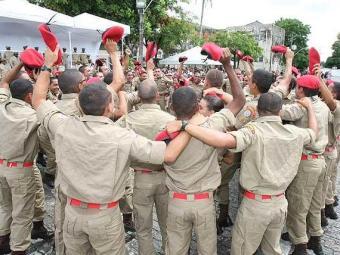 Turma de 2010 do curso de formação de oficiais da PM - Foto: Vaner Casaes | Agência A TARDE