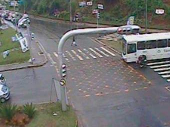 Trânsito está livre na Avenida Lucaia sentido Vasco da Gama - Foto: Reprodução | Transalvador