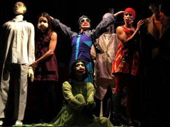 Atores guiam o público numa imersão na dança contemporânea - Foto: Alessandra Nohvais | Divulgação