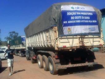 Foram doadas 300 toneladas de milho para 10 comunidades prejudicadas pela estiagem - Foto: Miriam Hermes | Ag. A TARDE