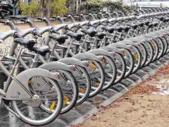 O Vélib é o maior sistema aberto de uso de bicicletas do mundo - Foto: Roberto Nunes/Ag. A TARDE