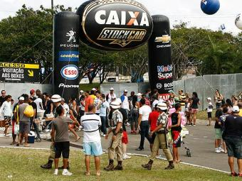 Postos autorizados vendem entradas até o sábado, 25: no domingo, venda será apenas com dinheiro - Foto: Xando Pereira/Ag. A TARDE