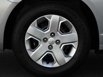 O modelo LT possui calotas e o LTZ, rodas de liga leve - Foto: Divulgação