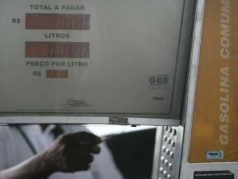 Ação apura adulteração de combustível nos postos de Salvador - Foto: Raul Spinassé   Ag. A TARDE