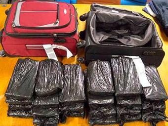 Mulheres tentavam embarcar para Lisboa com duas malas contendo tabletes de cocaína - Foto: PF   Divulgação