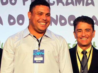 Os ex-jogadores e membros do COL Ronaldo e Bebeto comemoram o resultado - Foto: Manu Dias / Secom