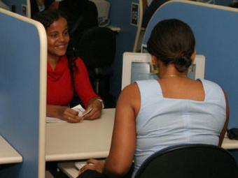 Candidatos devem apresentar alguns documentos para se candidatar a uma das vagas oferecidas - Foto: Eduardo Martins   Ag. A TARDE
