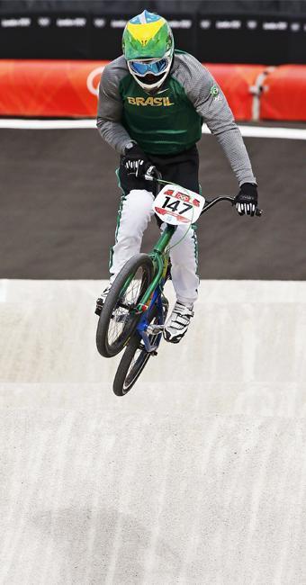 Renato Rezende chegou em oitavo lugar na prova classificatória do ciclismo BMX com o tempo de 38s628 - Foto: Paul Hanna   Agência Reuters