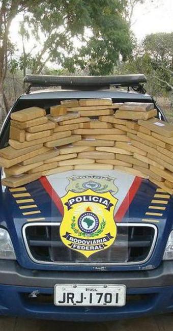 Policiais encontraram cerca de 26,230kg de cocaína em um dos veículos - Foto: Divulgação
