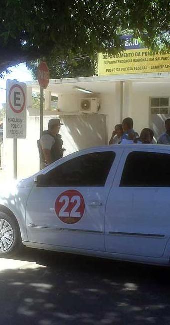 Carro modelo VW Gol apreendido pela Polícia de Barreiras - Foto: Míriam Hermes   Ag. A TARDE