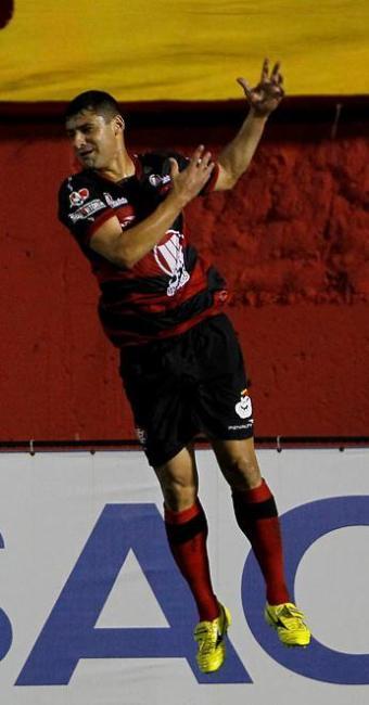 William faz seu terceiro gol consecutivo no Barradão e ajuda o Vitória a bater o JEC - Foto: Eduardo Martins | Agência A TARDE