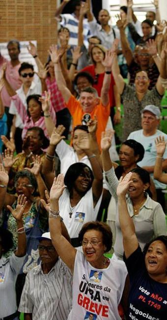 Votação dos servidores da Ufba e UFRB foi unanimidade pelo fim do movimento - Foto: Raul Spinassé | Agência A TARDE
