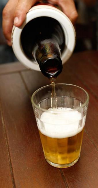 Apesar de ser a preferência de muitos, cerveja deve ser consumida com moderação - Foto: Margarida Neide   Ag. A TARDE/ 19.5.2010