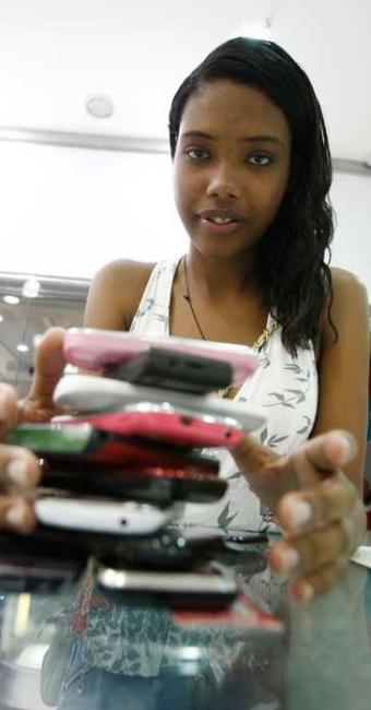 A telefonia é um dos gastos que mais pesam no orçamento - Foto: Lúcio Távora | Ag. A TARDE