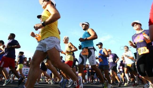 Atletas na meia maratona da Bahia 2012 - Foto: Fernando Amorim   Ag. A TARDE