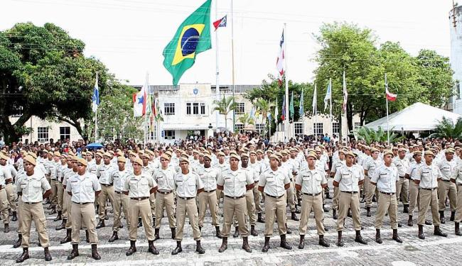 Entre os requisitos para ingressar como militar estão a idade máxima de 30 anos e ter o ensino médio - Foto: Vaner Casaes   Ag. A TARDE