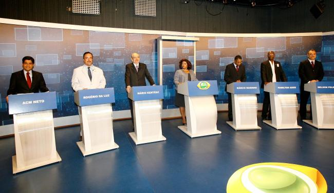 Os candidatos se reuniram para o primeiro debate da campanha eleitoral - Foto: Margarida Neide   Ag. A TARDE