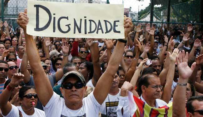 Assembleia no pátio do Colégio Central: professores votam pelo fim da maior greve já realizada - Foto: Lúcio Távora | Ag. A TARDE