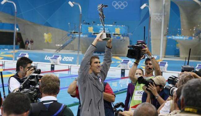 Atleta recebeu troféu de