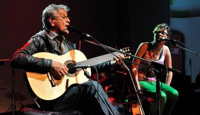 Caetano em show de 2010, com a cantora Maria Gadú - Foto: Divulgação