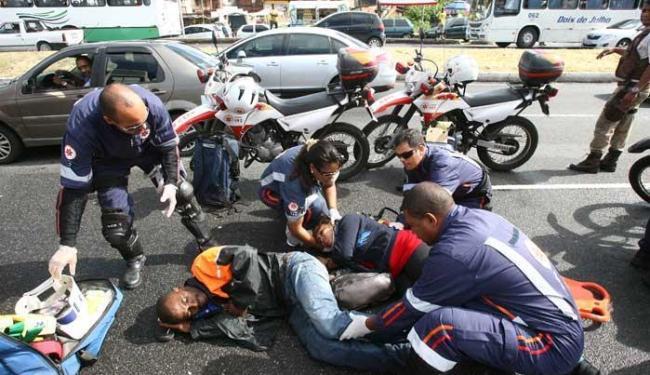 Vítimas estavam em moto que colidiu com carro - Foto: Marco Aurélio Martins | Ag. A TARDE