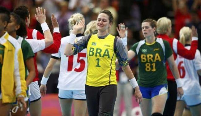 Brasileiras choram após derrota para a Noruega - Foto: Marko Djurica | Agência Reuters