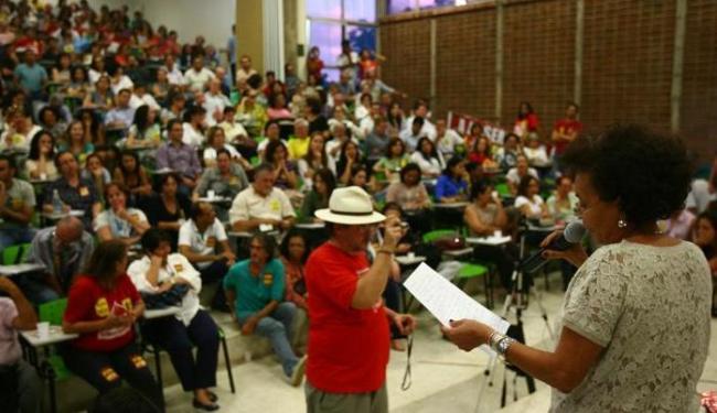 Decisão foi tomada em tensa convocação no auditório da Faculdade de Arquitetura da Ufba - Foto: Fernando Amorim | Agência A TARDE