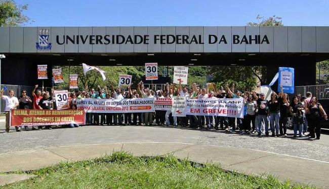 Professores em greve se reuniram para mais um protesto nesta quinta - Foto: Eriberto Leite / Divulgação