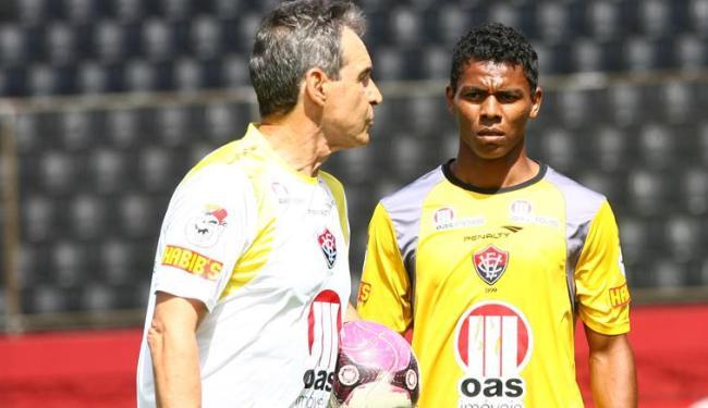 Lateral tem contrato até o dia 18 e precisa mostar serviço para Carpegiani contra o América-MG - Foto: Fernando Amorim/ Ag. A Tarde