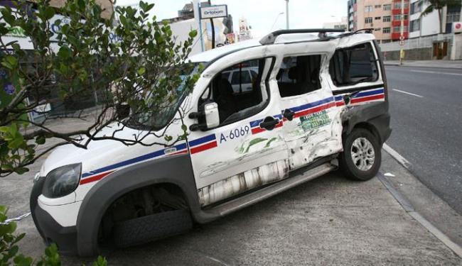 Acidente aconteceu na avenida Manoel Dias - Foto: Marco Aurélio Martins  Ag. A TARDE