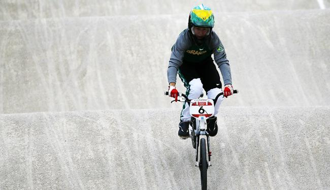 Squel Stein sofreu um acidente na primeira volta da semifinal do ciclismo BMX - Foto: Kai Försterling   Agência EFE