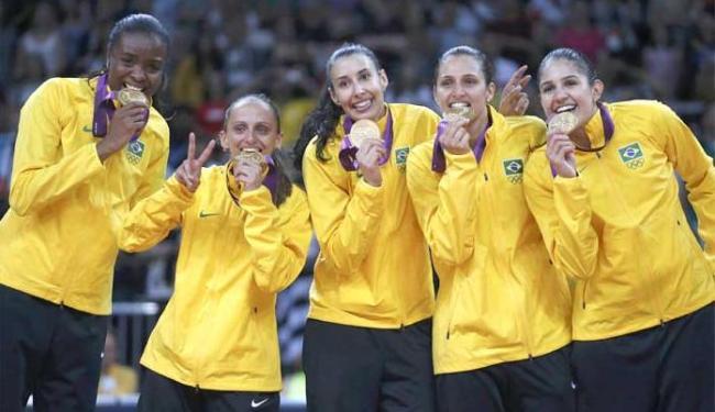 Presidente Dilma dá parabéns especial às meninas do vôlei - Foto: Ivan Alvarado   Agência Reuters