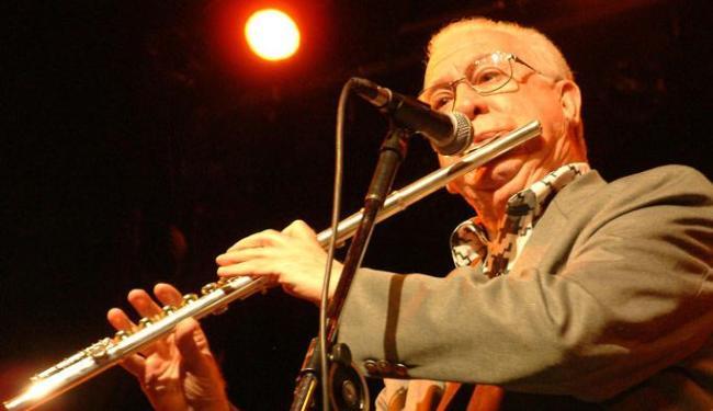 Virtuose na flauta transversal, o músico gravou mais de cem discos - Foto: Wilson Besnosik/Ag A Tarde, em 26/09/2002