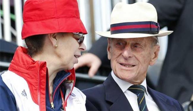Príncipe Philip ao lado da princesa Anne - Foto: Mike Hutchings | Arquivo | Agência Reuters