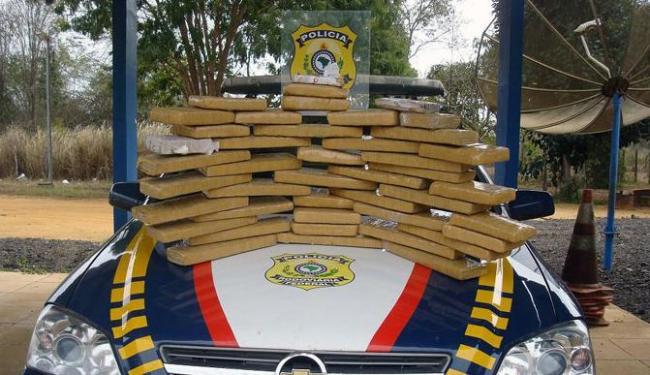 A droga estava escondida em duas caixas de papelão - Foto: Diivulgação | Polícia Rodoviária Federal