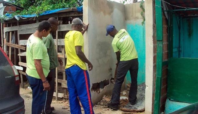 As estruturas foram erguidas em área pública sem autorização do órgão - Foto: Sucom | Divulgação