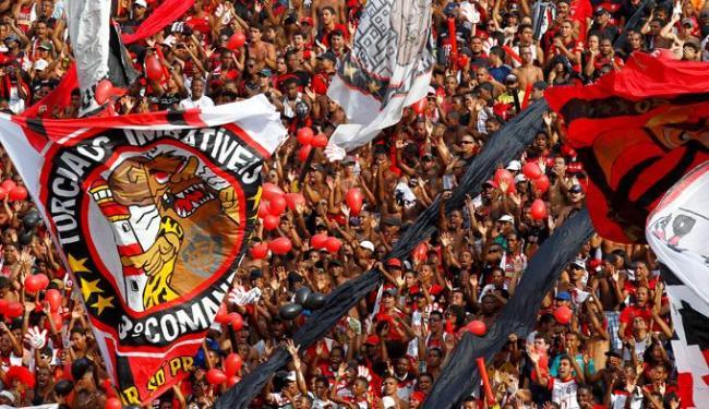 Para a alegria da torcida rubro-negra, Criciúma perde para o Atlético-PR e mantém o Vitória na ponta - Foto: Eduardo Martins | Agência A TARDE