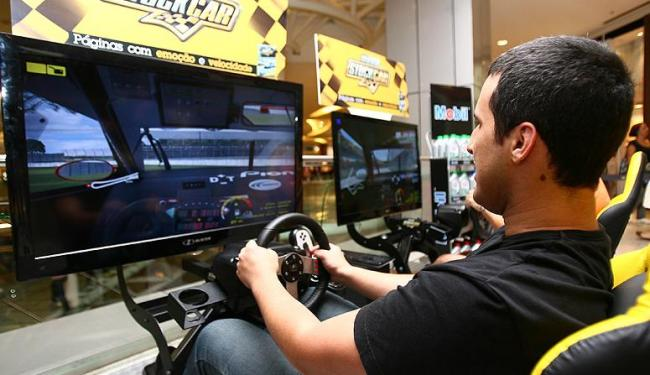 Simulador fica até às 21h30 deste sábado, 25, no primeiro piso do Salvador Shopping - Foto: Fernando Amorim/ Ag. A Tarde