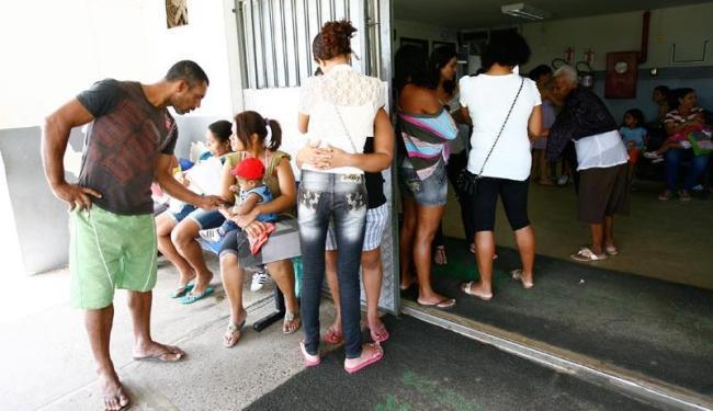 Na Unidade de Pronto Atendimento de São Marcos apenas cinco médicos atendem cerca de 300 pacientes p - Foto: Mila Cordeiro | Ag. A TARDE