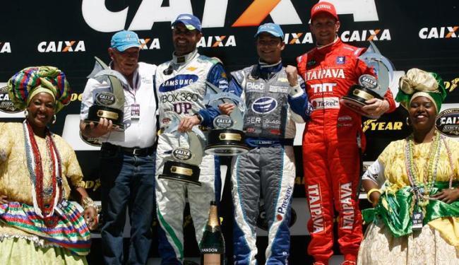 Duda Pamplona, Allam Khodair e Luciano Burti comemoram no pódio do GP Bahia de Stock Car - Foto: Lúcio Távora   Ag. A TARDE