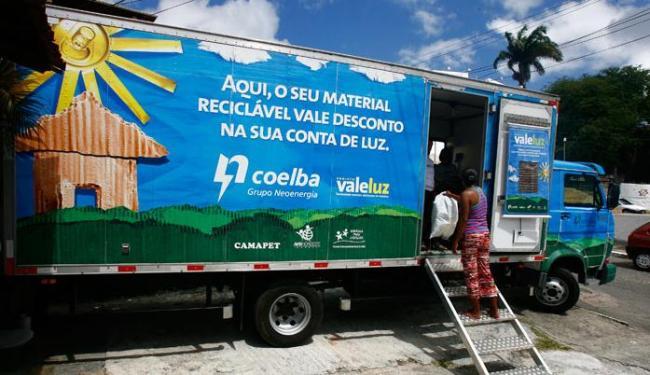 Projeto prevê a troca de resíduos sólidos recicláveis por descontos na conta de energia - Foto: Mila Cordeiro   Agência A TARDE