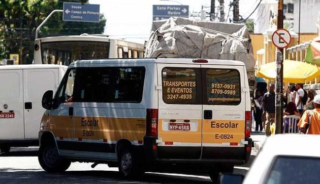 Sinalização das vans de transporte escolar precisam seguir padronização prevista no CTB - Foto: Lúcio Távora | Agência A TARDE