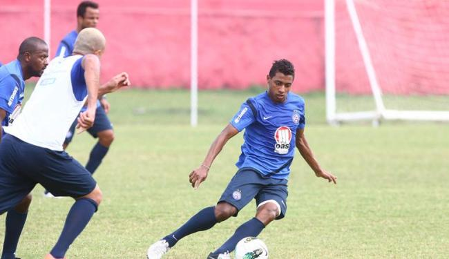 Kléberson (à direita) volta a treinar e pode reforçar o Bahia contra o Santos - Foto: Fernando Amorim | Agência A TARDE