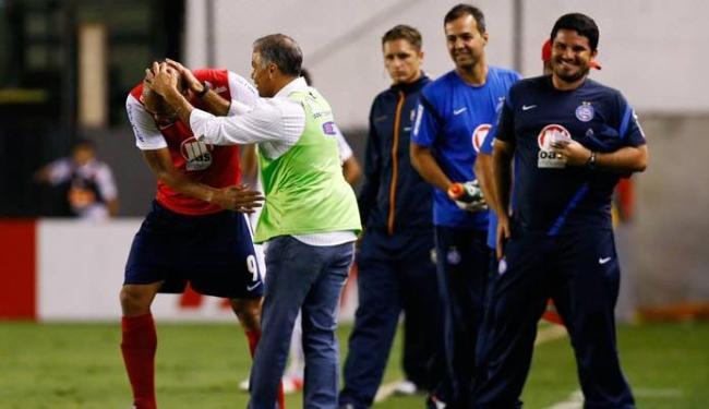 Em jogo que marca a estreia de Jorginho, tricolor joga bem e bate o Santos de virada - Foto: Ricardo Saibun | Agência Estado
