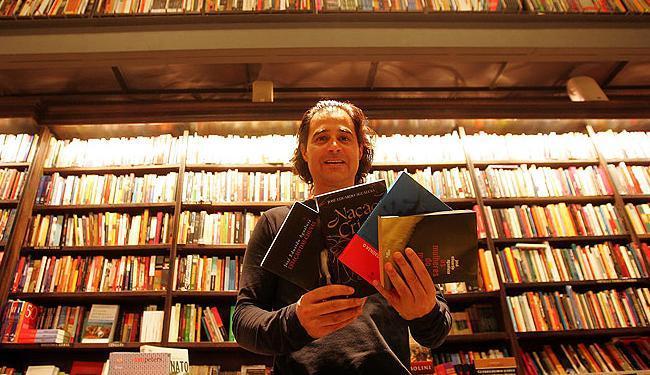 Escritor angolano José Eduardo Agualusa participará da Flica - Foto: Robson Fernandjes | Divulgação