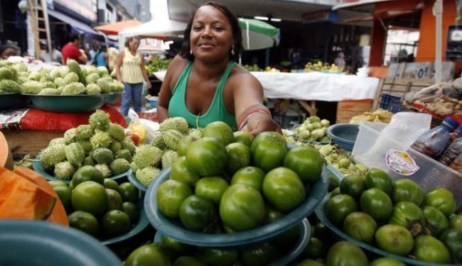 Em curso, vendedores ambulantes aprenderão noções de higiene e segurança alimentar - Foto: Luiz Tito   Ag. A TARDE