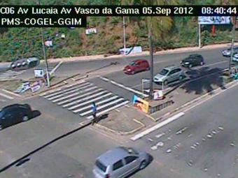Fluxo intenso na Av. Lucaia - Foto: Divulgação   Transalvador