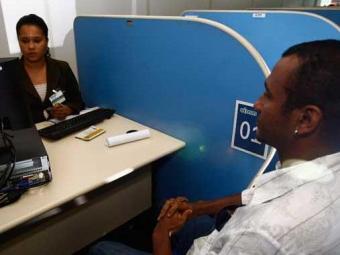 Candidatos devem procurar o Sine Bahia e Simm - Foto: Walter de Carvalho   Ag. A TARDE